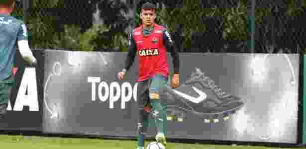 Atlético-MG renova com lateral esquerdo Hulk até o fim de 2022 - 18 ... 2eb73c4a9d027