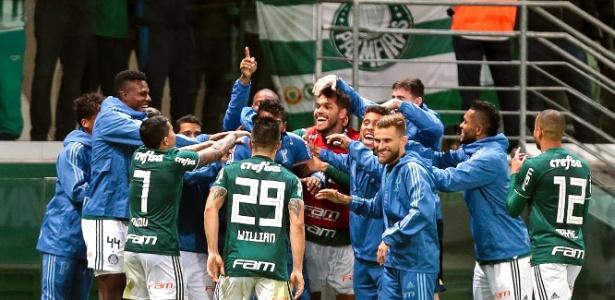 Jogadores do Palmeiras comemoram gol marcado contra o Atlético-PR - Ale Cabral/AGIF
