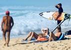 Mundial de surfe chega à França e mistura surfistas com banhistas nus - Reprodução/Instagram