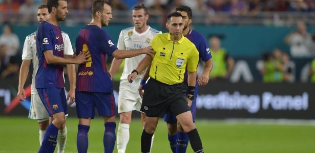 Criticado em 2017 (foto), Jair Marrufo apitará jogo entre Real Madrid e Al Ain - Hector Retamal/AFP Photo