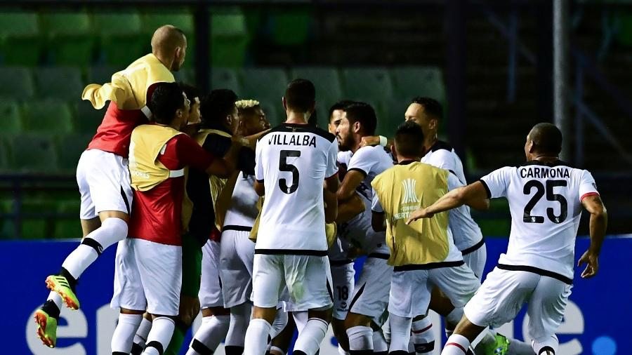 Melgar celebra vaga na fase de grupos da Libertadores  - Ronaldo Schemidt/AFP
