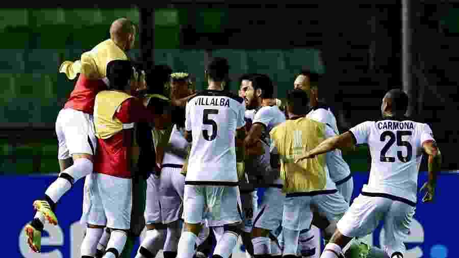 ba136319ac Melgar avança mesmo com derrota e fecha grupo do Palmeiras na Libertadores