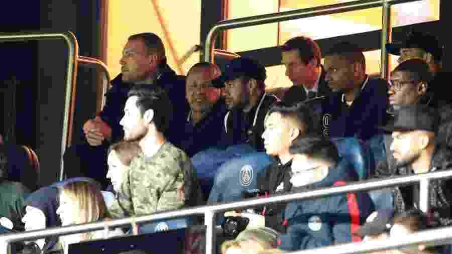 Neymar acompanhou a partida entre PSG e United nas tribunas do estádio - REUTERS/Christian Hartmann