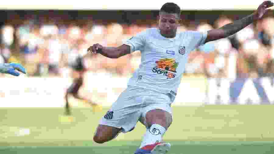 Felippe Cardoso disputa lance em partida do Santos contra a Ferroviária, em 2019 - Ivan Storti/Santos FC