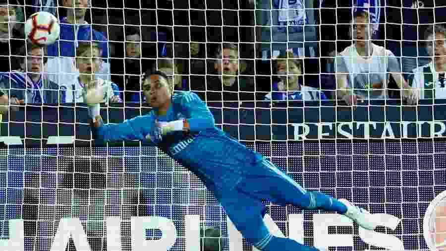 Segundo jornal, goleiro será reserva do Real Madrid na temporada; por isso, procura novas chances fora do clube - JUAN MEDINA/JUAN MEDINA