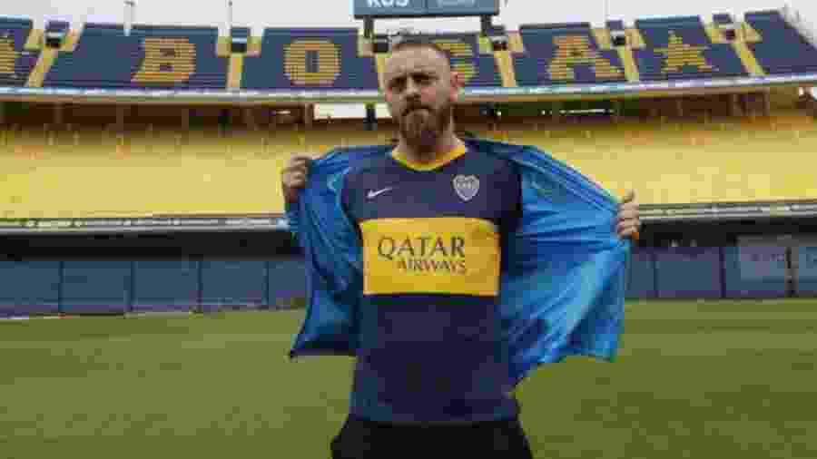 Volante assinou contrato com o Boca Juniors após longa história na Roma - CA Boca Juniors/Divulgação