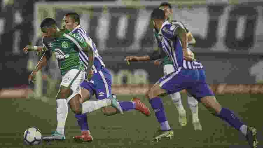Chapecoense levou a melhor no duelo do primeiro turno, na Arena Condá: 1 a 0 - Matheus Sebenello/AGIF