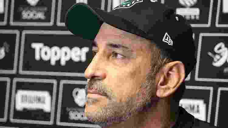 Em crise, Figueirense anuncia saída de Vinícius Eutrópio após oito jogos - Andrey de Oliveira/FFC - Andrey de Oliveira/FFC