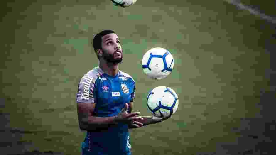 Jorge, lateral do Santos, em treino no CT Rei Pelé - Ivan Storti/Santos FC