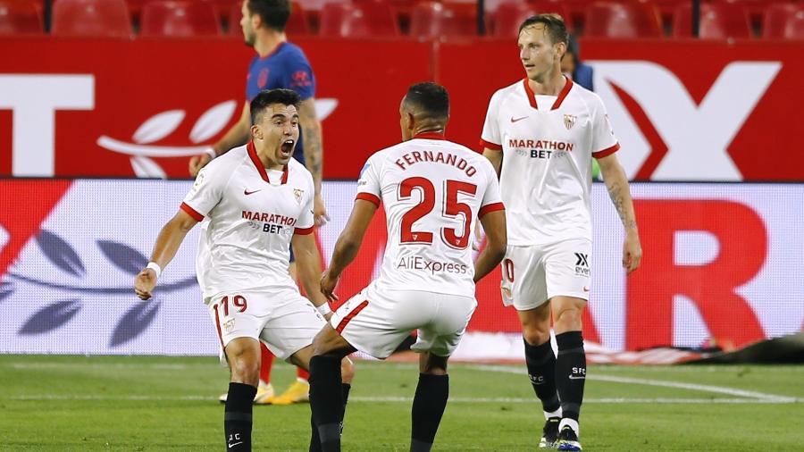 Marcos Acuña comemora gol do Sevilla contra o Atlético de Madri - REUTERS/Marcelo Del Pozo