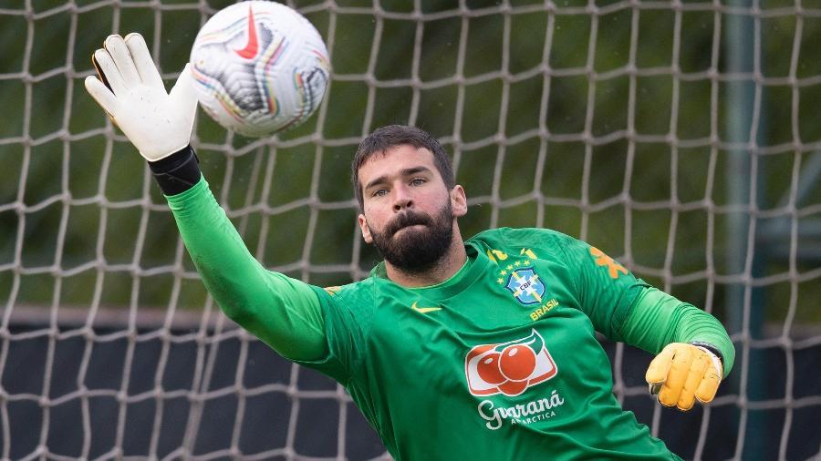 Alisson durante treino da seleção brasileira - Lucas Figueiredo/CBF
