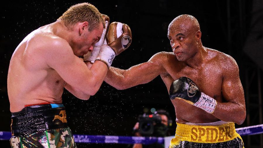 Anderson Silva luta com Julio Cesar Chavez - Manuel Velasquez/Getty Images