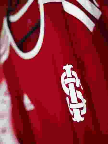 Camiseta comemorativa do Inter pelos 15 anos da conquista da Copa Libertadores de 2006 - Divulgação - Divulgação