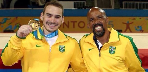 Marcos Goto ao lado de Arthur Zanetti no Pan de 2015 - Reprodução/Facebook