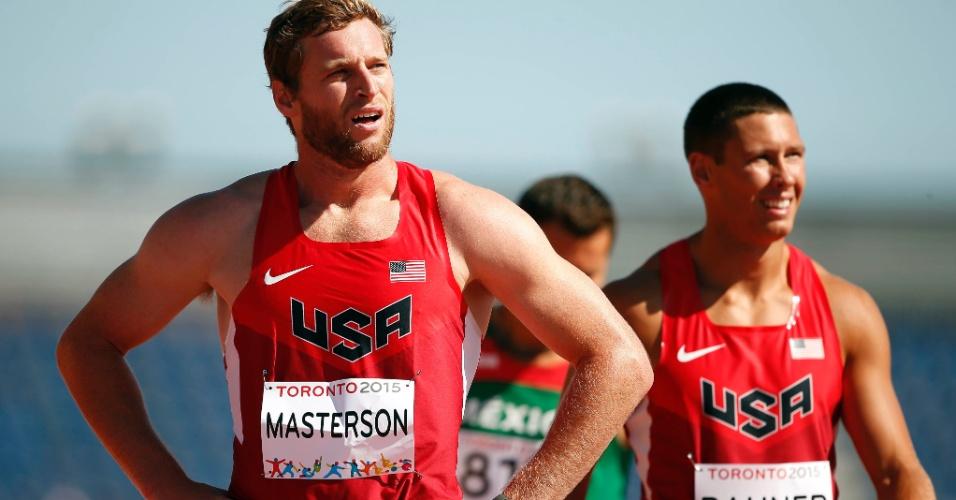 Os norte-americanos Derek Masterson e Austin Bahner competem no decatlo