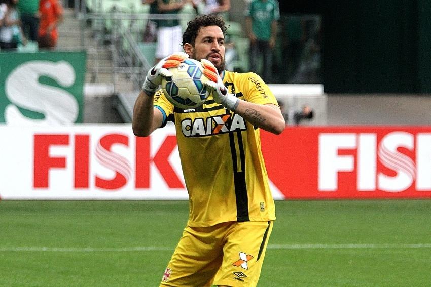 Martín Silva está de volta ao Vasco após ser reserva em jogos do Uruguai