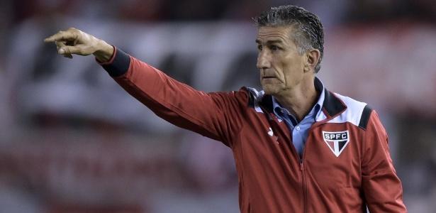 Edgardo Bauza defendeu o desempenho da equipe diante do River Plate