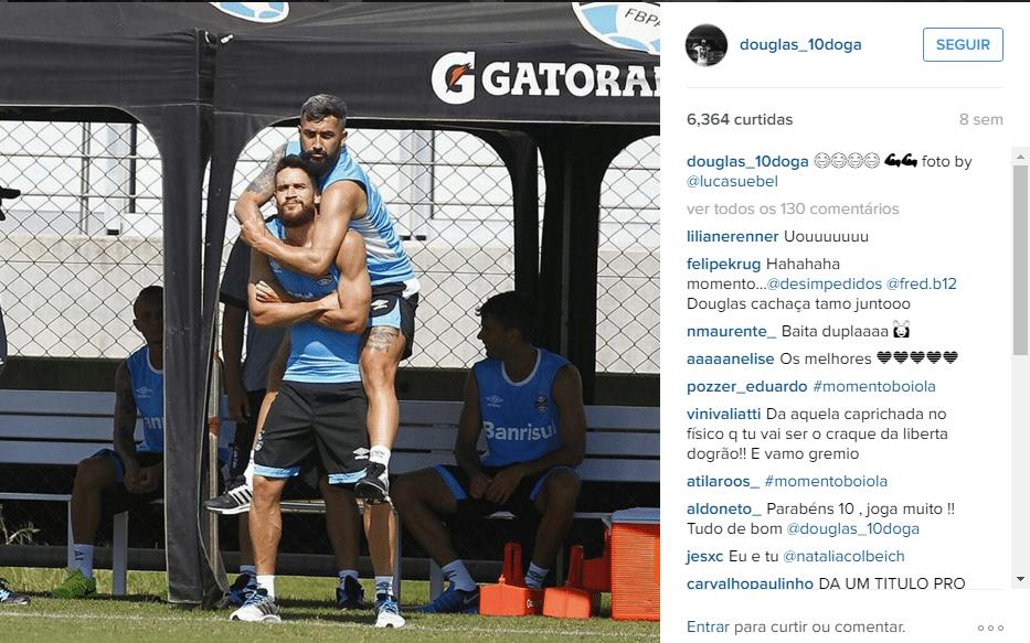 Douglas brinca com Marcelo Oliveira e posta foto nas redes sociais