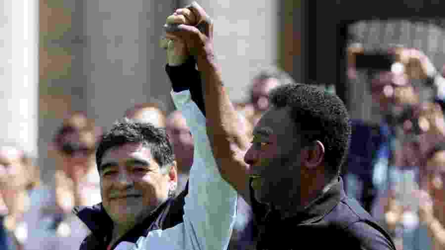 Maradona e Pelé durante participação em jogo beneficente em Paris - REUTERS/Charles Platiau