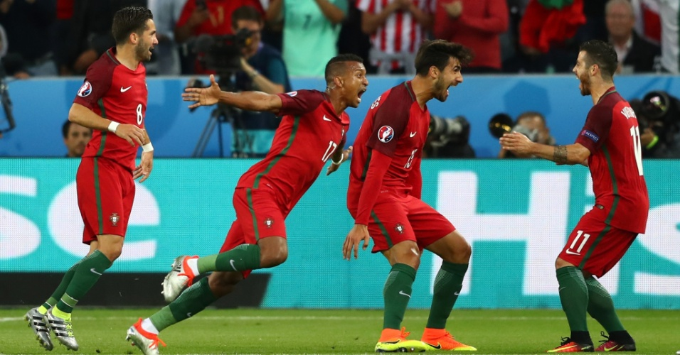 Nani comemora o primeiro gol de Portugal contra a Islândia