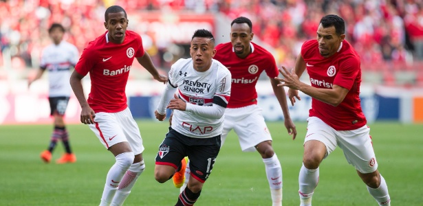 Cueva durante partida do São Paulo contra o Internacional