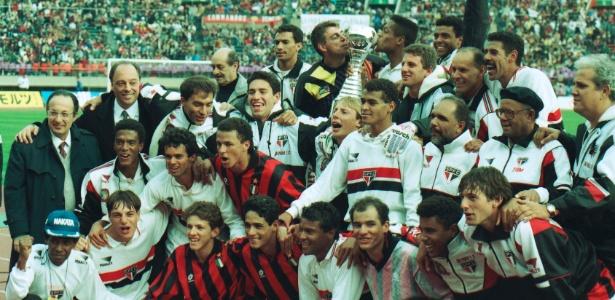 Time do São Paulo campeão mundial de 1993 posa para foto - Jorge Araújo/Folhapress