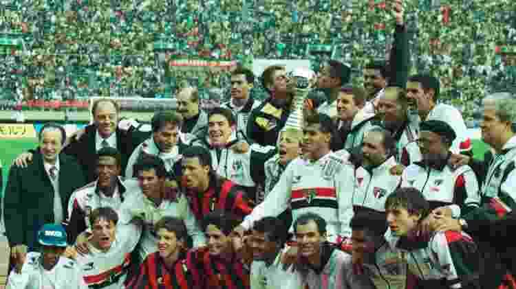 Jura (cabelo loiro ao lado de Cafu) foi campeão com o São Paulo no Mundial de 1993 - Jorge Araújo/Folhapress