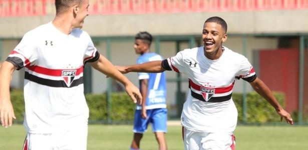 A pedido de Ceni, 'craque' da base faz teste com time principal do São Paulo
