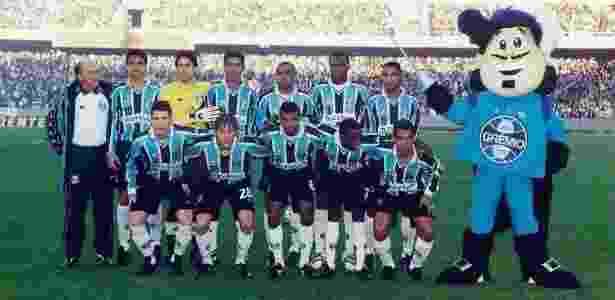 Rodrigo Gral (nº 28) em time do Grêmio de 2001 - Arquivo pessoal - Arquivo pessoal