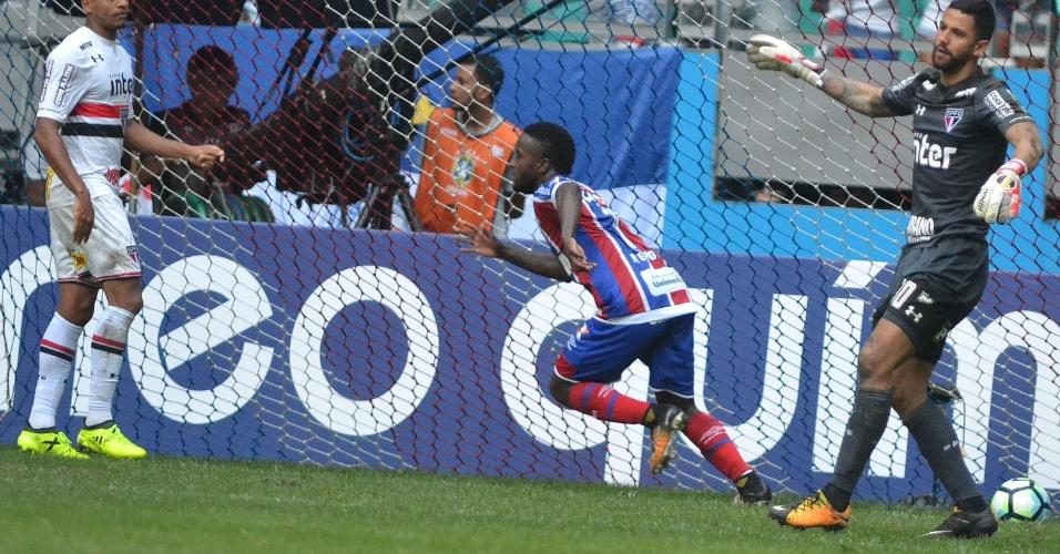 Mendoza comemora gol do Bahia diante do São Paulo pelo Campeonato Brasileiro