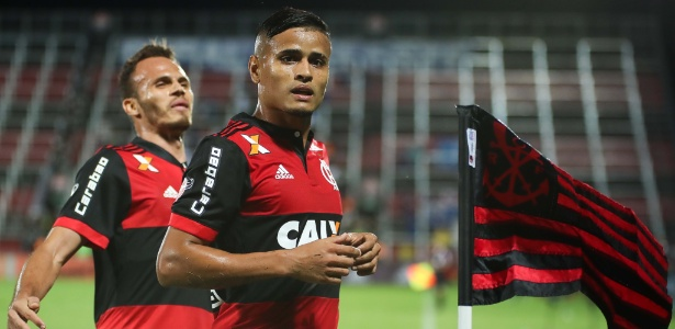 O meia Everton se despede do Flamengo para jogar com a camisa do São Paulo