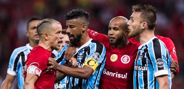 D'Alessandro discute com Bressan em Internacional x Grêmio pelo Campeonato Gaúcho