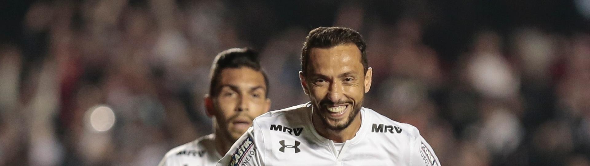 Nenê comemora gol de empate do São Paulo sobre Botafogo