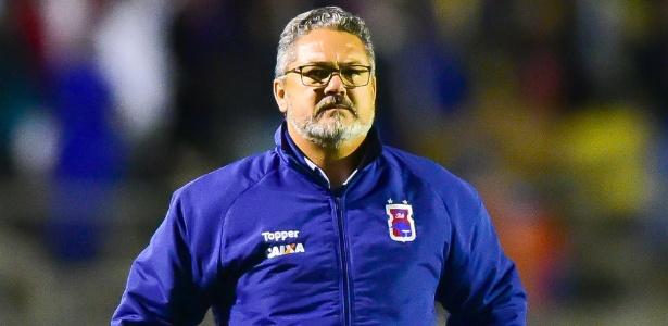 Micale reclamou do árbitro no jogo do Paraná contra o Cruzeiro