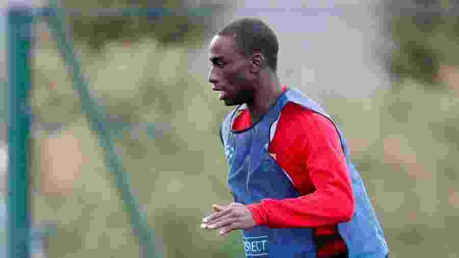Ferland Mendy, lateral do Lyon, durante treino da equipe francesa - REUTERS/Emmanuel Foudrot