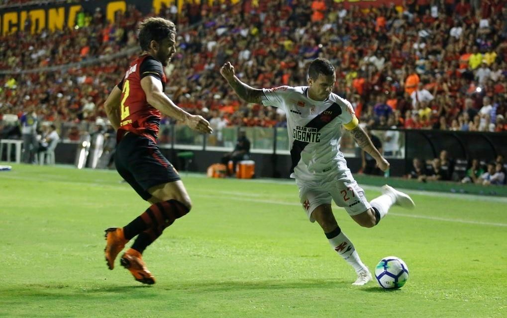 Ramon, lateral do Vasco, durante jogo contra o Sport