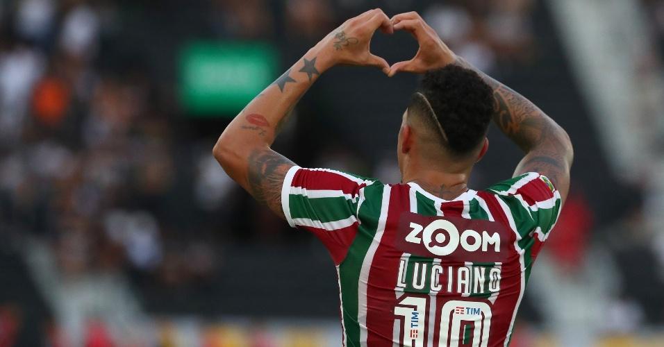 O atacante Luciano comemora gol do Fluminense diante do Atlético-MG