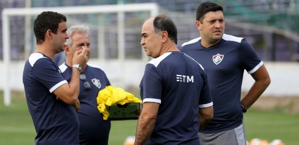 Fábio Moreno (à esquerda) conversa com Marcelo Oliveira durante treino no Flu - Lucas Merçon/Fluminense