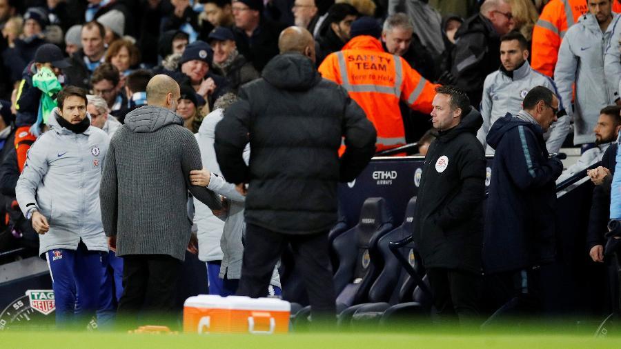 Maurizio Sarri foi para os vestiários sem cumprimentar Pep Guardiola - Phil Noble/Reuters