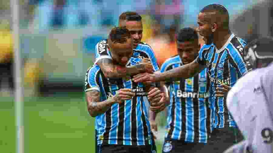 Grêmio faz 6 a 0 no Avenida em  jogo duplo  e conquista Recopa Gaúcha bcb96c9966fbd
