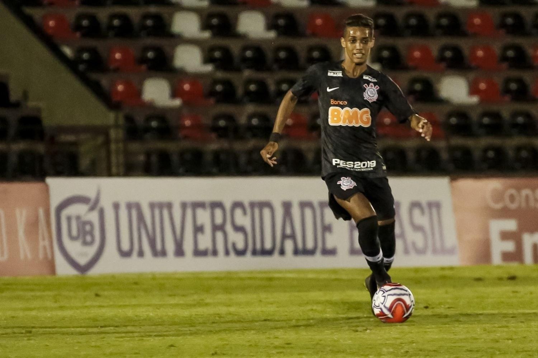 Corinthians  Pedrinho vira 12º homem 04850cd0ddeab