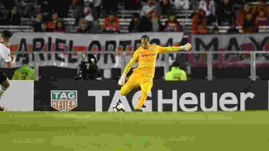 Marcelo Lomba, durante partida entre Inter e River Plate. Goleiro falhou no fim - Ricardo Duarte/Internacional