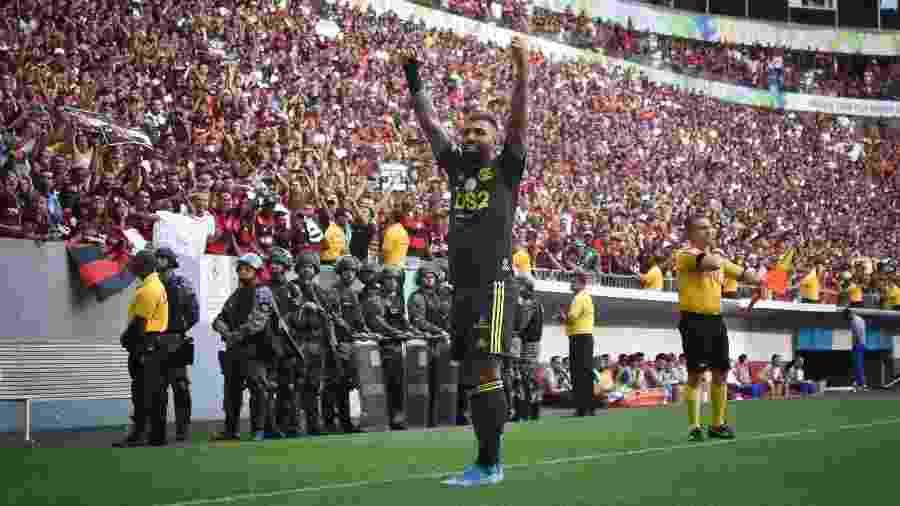 Gabigol comemora gol do Flamengo contra o Avaí, no Mané Garrincha, pelo Brasileiro. Catarinenses venderam mando neste jogo - Andre Borges/AGIF