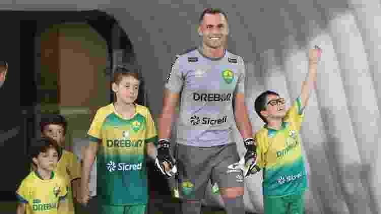 O goleiro Victor Souza é goleiro do Cuiabá há dois anos e sofre com o ar da capital mato-grossense - Divulgação/Cuiabá EC