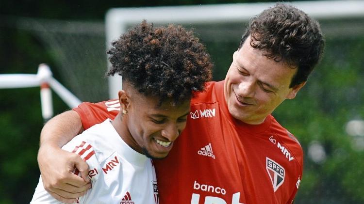 Tchê Tchê e Fernando Diniz protagonizaram um caso que abalou os bastidores do São Paulo - Divulgação - Divulgação