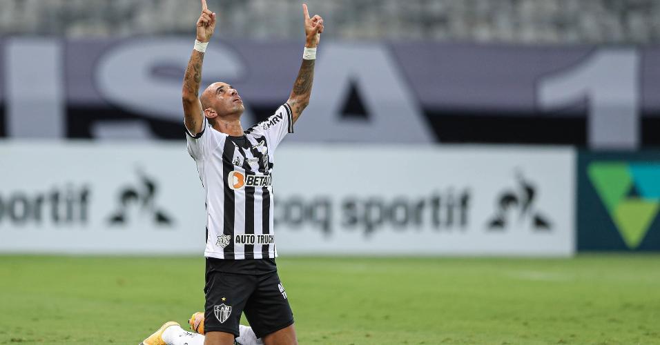 Diego Tardelli ficou longe dos gramados em 2020 por causa de uma grave lesão no tornozelo direito