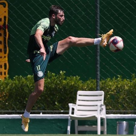 Matías Viña, lateral do Palmeiras, durante treino na Academia de Futebol - Cesar Greco