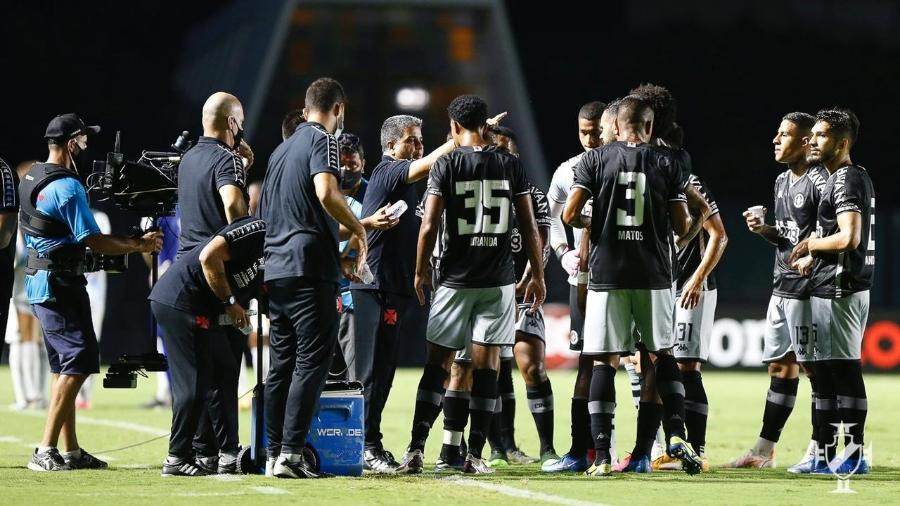 Técnico Marcelo Cabo ainda não perdeu no comando do Vasco da Gama: são cinco vitórias e seis empates - Rafael Ribeiro / Vasco