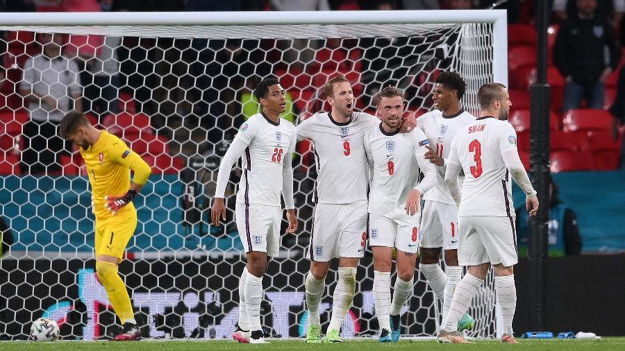 Inglaterra comemora gol contra a República Tcheca, pela terceira rodada da Eurocopa - Getty Images