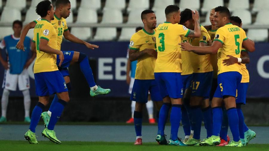 Brasil comemora gol de Lucas Paquetá no início do segundo tempo contra o Chile - Buda Mendes/Getty Images